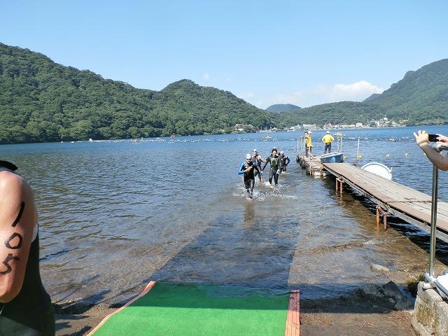 ショートタイプ(オリンピックディスタンス)の榛名湖リゾートトライアスロンのスイム風景