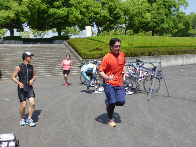 群馬の高崎市トライアスロン協会主催の2014/05/24(土)1期第7回チャレンジはるトラ浜川温水プールの練習風景